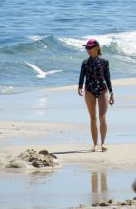 Sheryl Crow Spends the afternoon at the beach in Perth