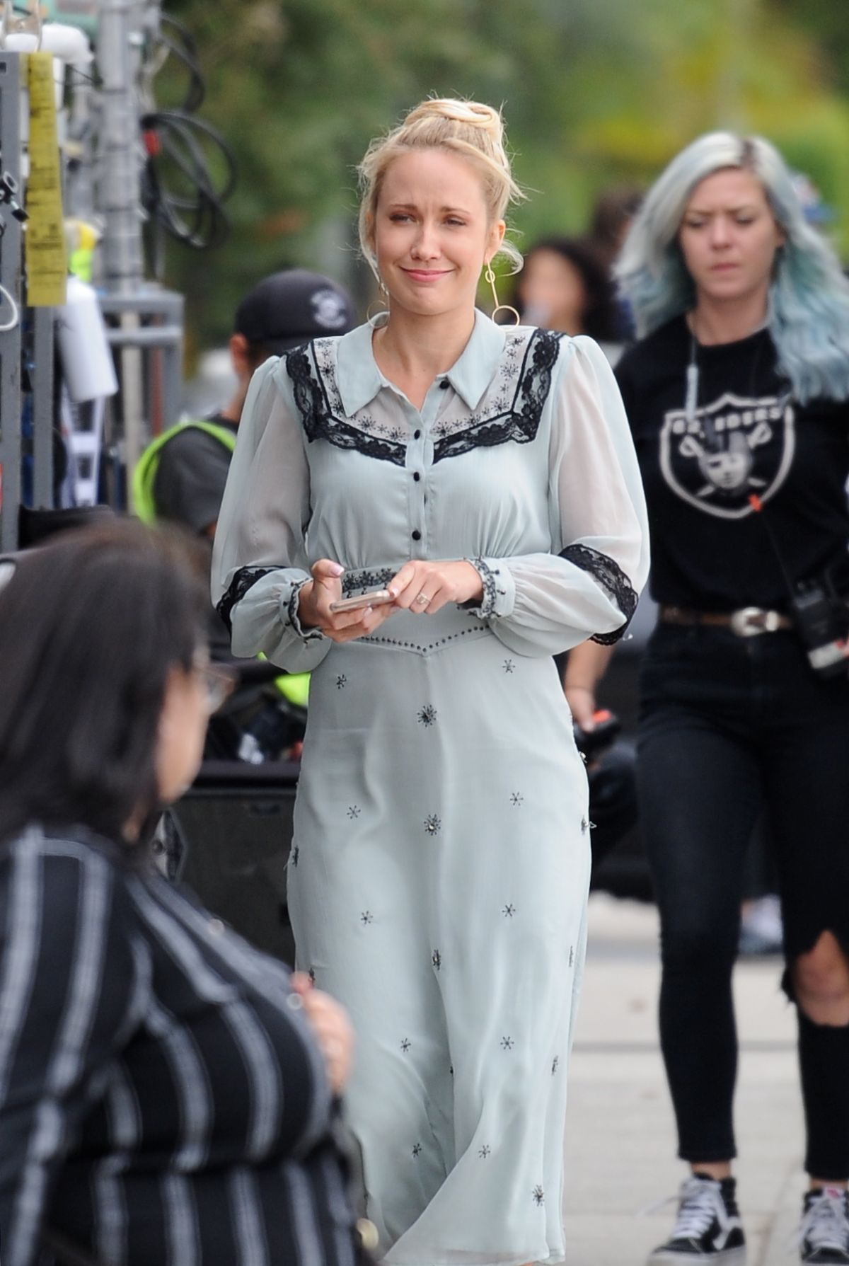 Anna Camp Wedding.Anna Camp Filming Scenes For Her Upcoming Comedy Movie The Wedding