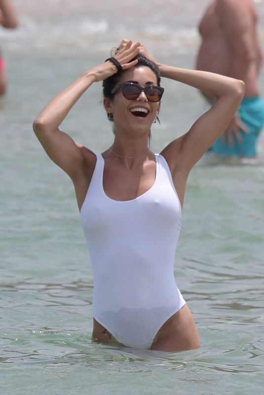 Federica Nargi Shows off her body in a white one-piece swimsuit on Principote Panormos beach in Mykonos
