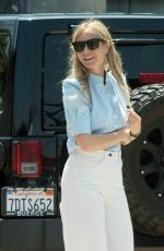 Gwyneth Paltrow Heading to a business meeting in Los Angeles
