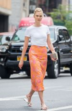 Karlie Kloss Looks stunning in peach while out in Soho