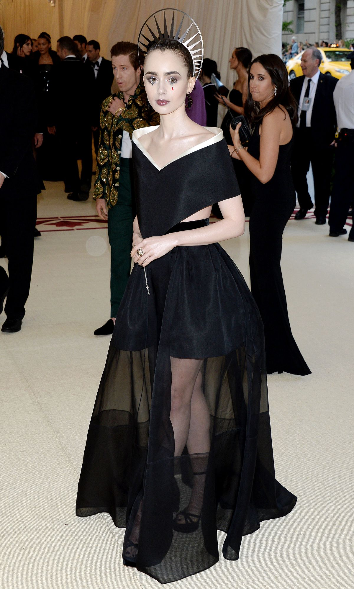 Lily collins at heavenly bodies fashion the catholic for Metropolitan museum of art fashion