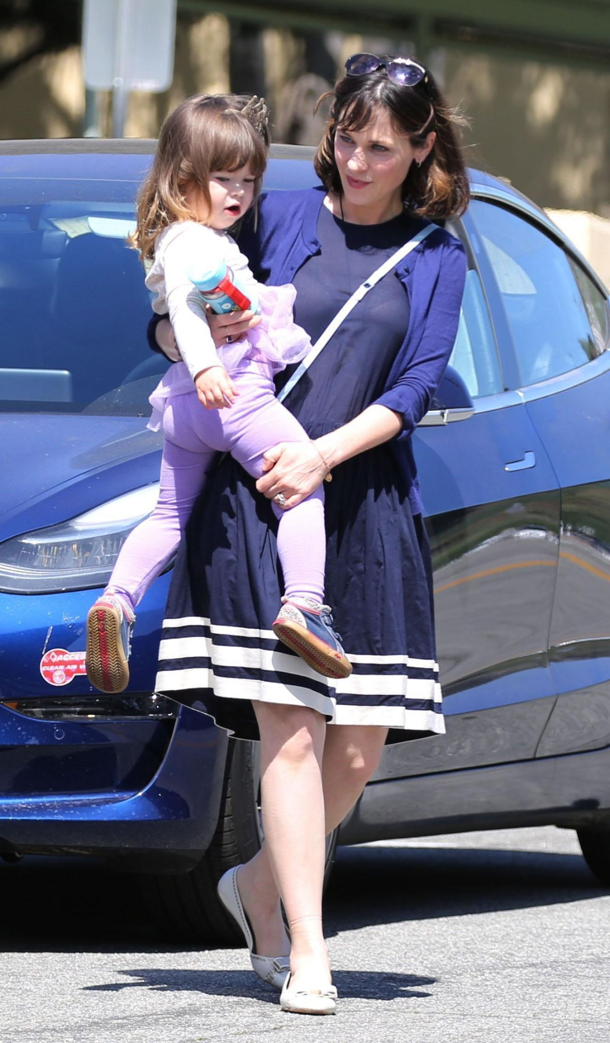 Zooey Deschanel Out For A Day With Her Daughter Elsie In