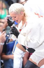 Christina Aguilera Performs on the