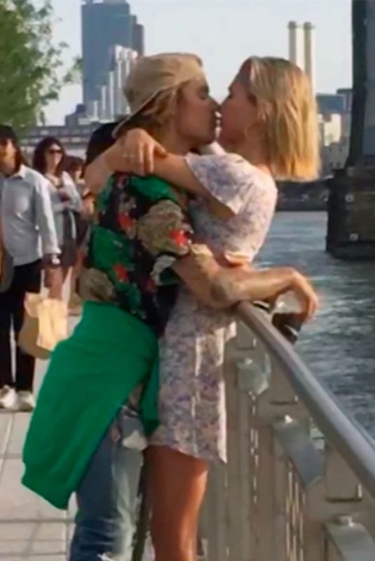 Hailey Baldwin & Justin Bieber reunion is now complete after an intense make out session in a Brooklyn Park in New York
