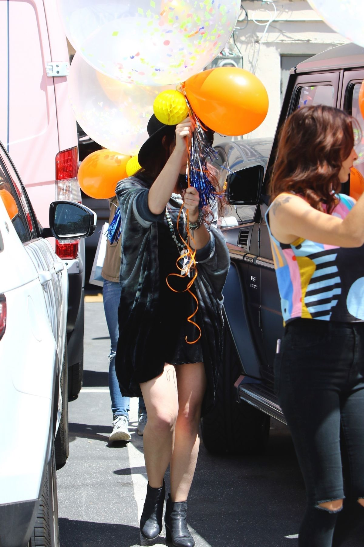 Hilary Duff Picking Up Some Gigantic Party Balloons For A Friends Birthday In Los Angeles