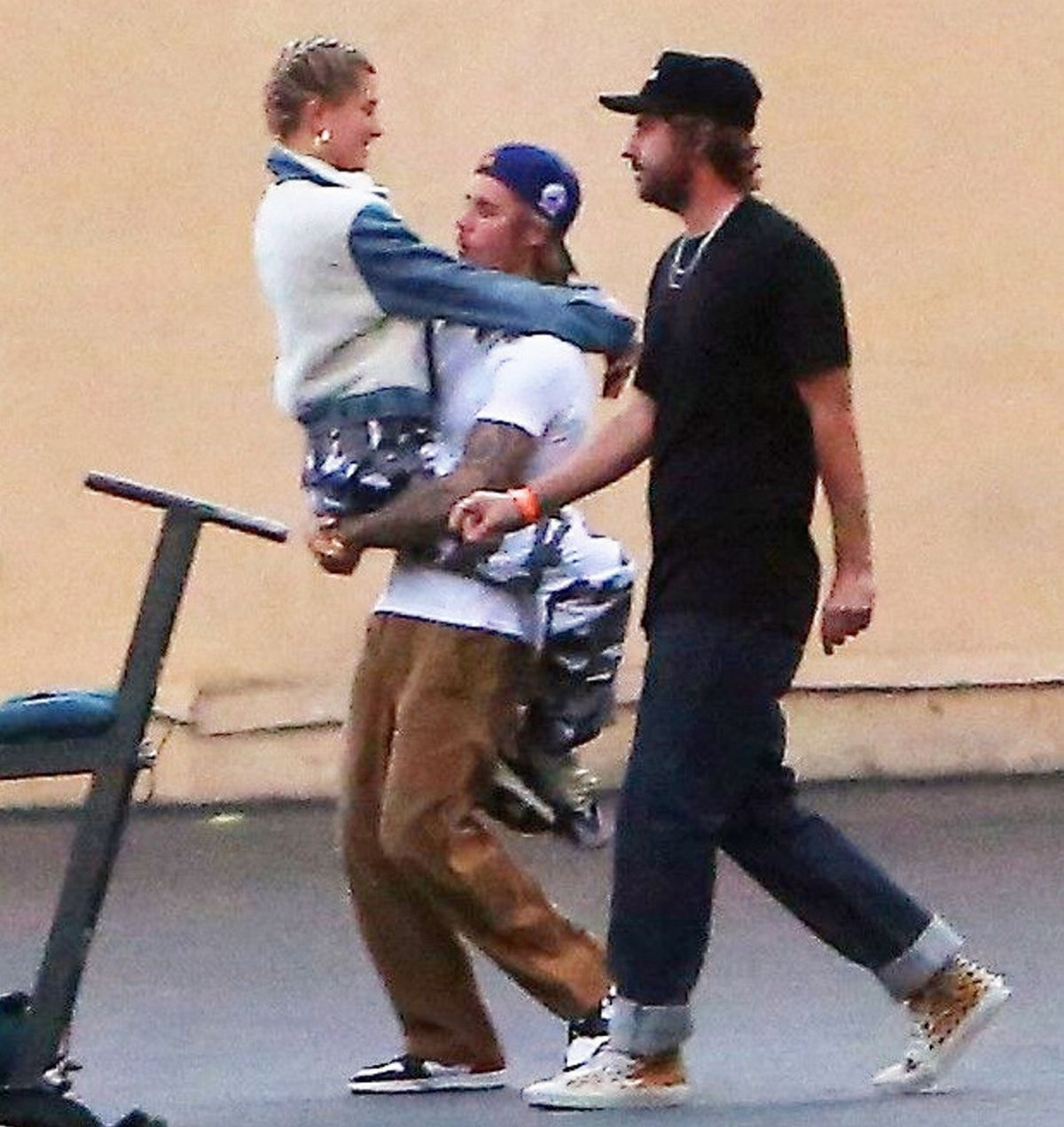 Justin Bieber & Hailey Baldwin get intimate as they talk a