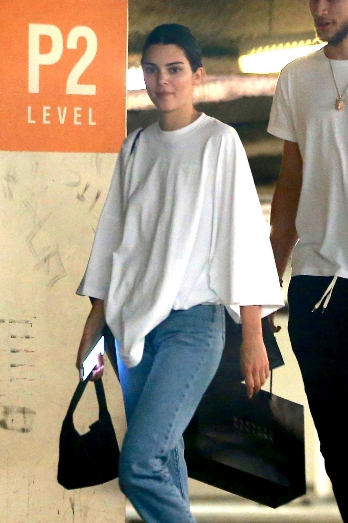 Kendall Jenner and her new beau Ben Simmons go shopping at ...