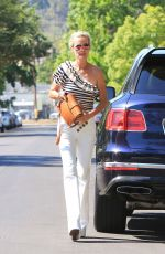 Laeticia Hallyday Shopping in Beverly Hills