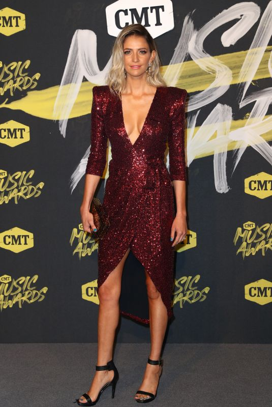 Lindsay James At 2018 CMT Music Awards Love from the Bridgestone Arena in Nashville