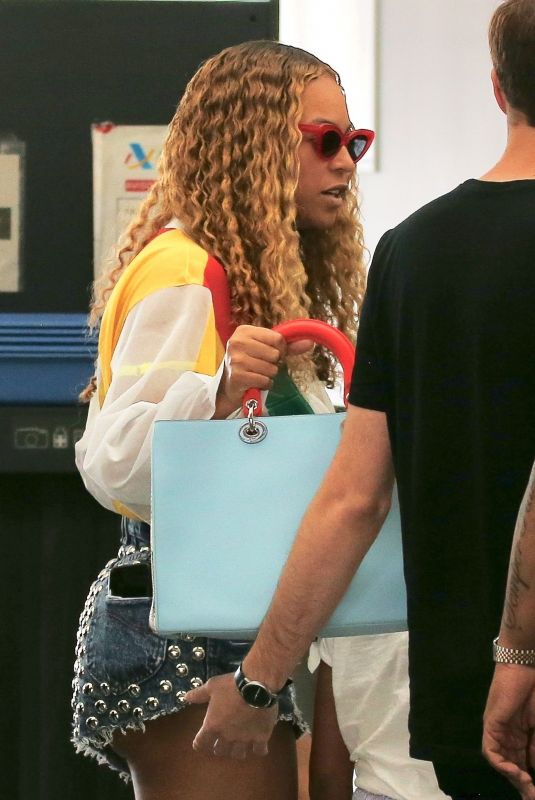 Beyonce and Jay Z arrived in Barcelona, Spain, ahead of one concert before heading to France
