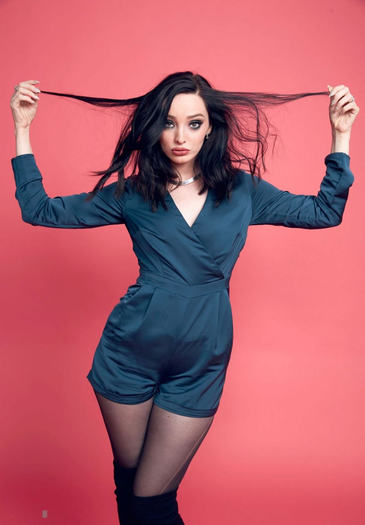 Pictures Emma Dumont nude (17 photo), Pussy, Paparazzi, Feet, butt 2015