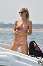 Michelle Hunziker and her daughter Aurora with her boyfriend Goffredo have water sky in Milano Marittima