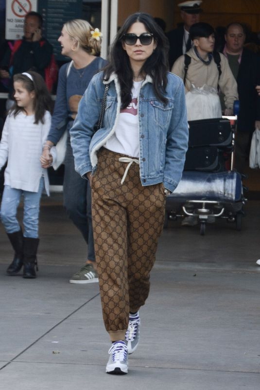 Jessica Gomes Touches down in Sydney
