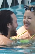 Kate Hudson Shows off her huge baby bump on the pool in Ojai