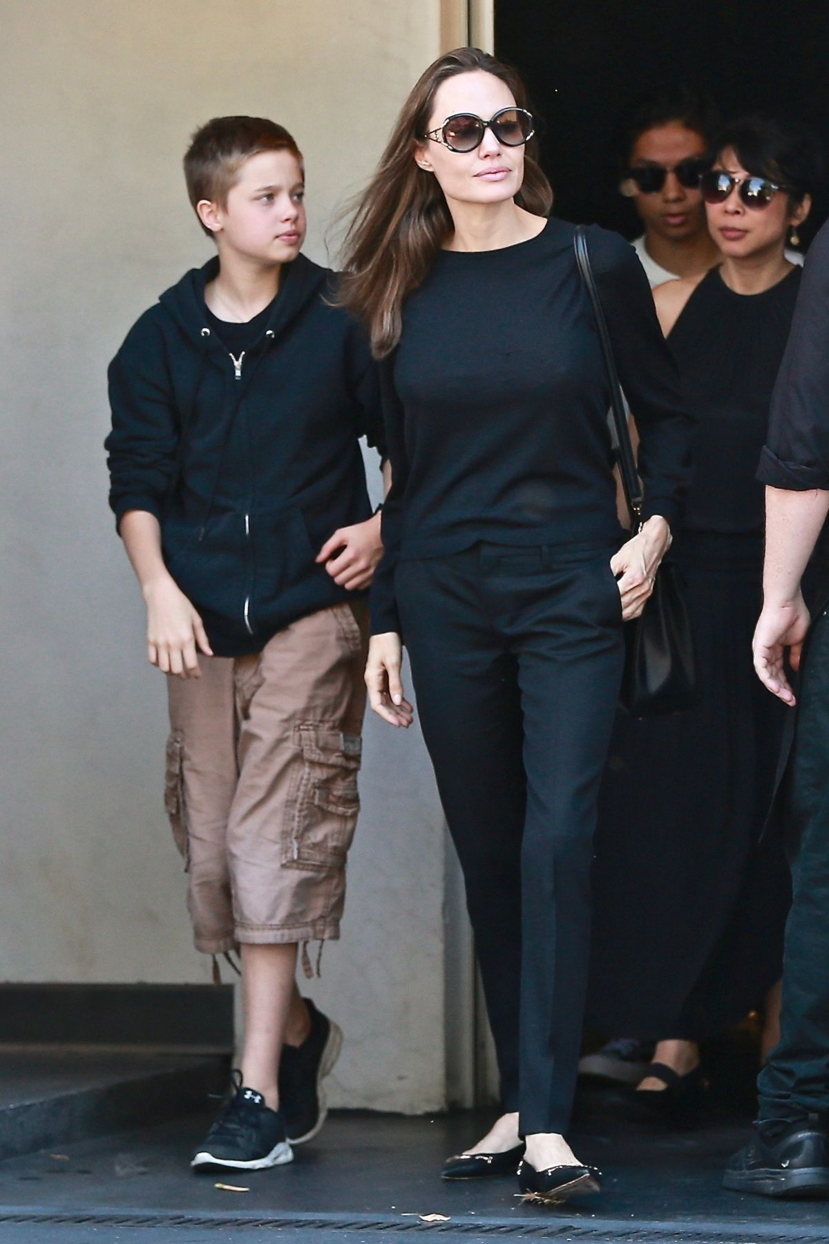 Angelina Jolie Takes kids Shiloh and Pax out for a sushi ...