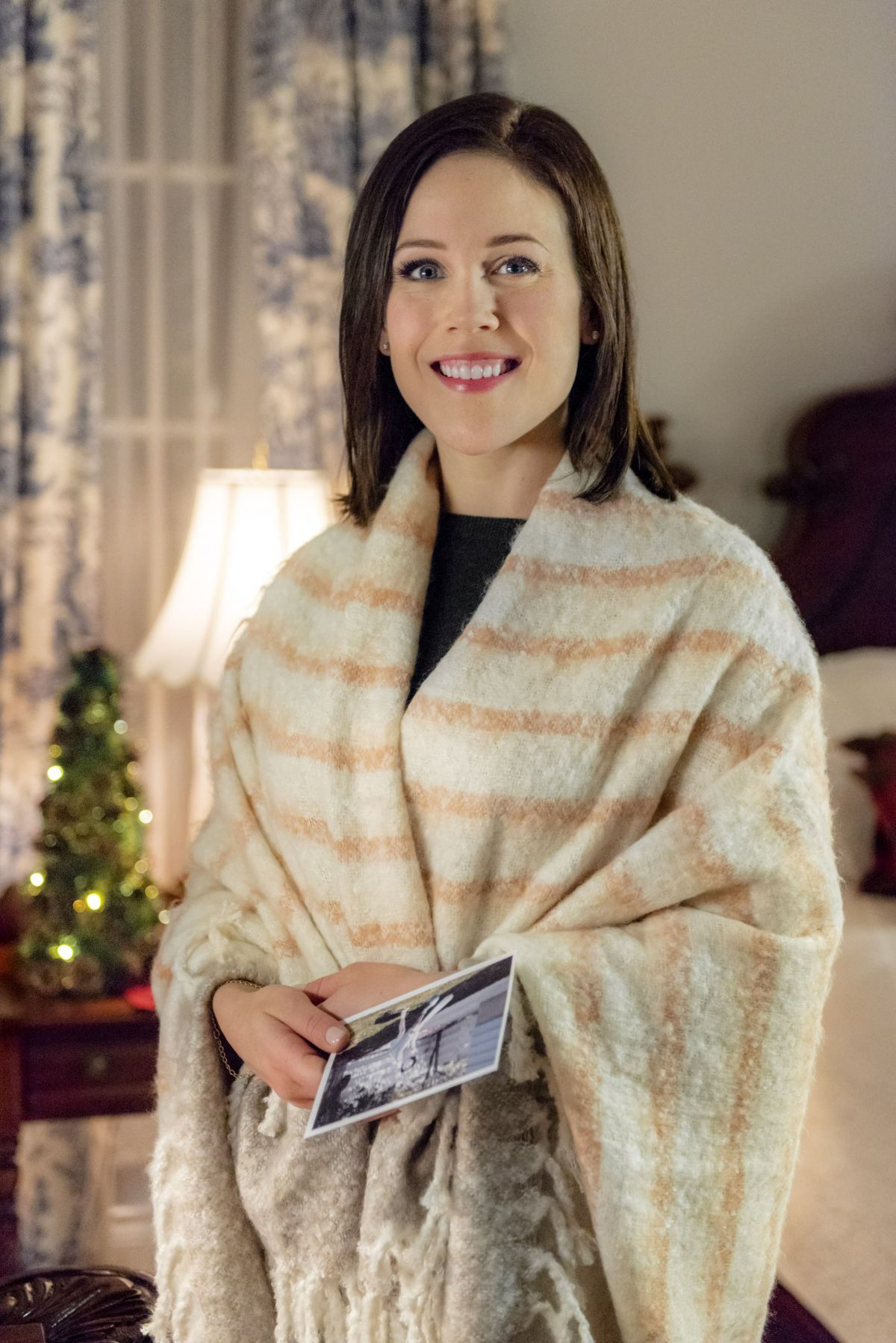 Marrying Father Christmas.Erin Krakow At Marrying Father Christmas 2018 Stills Celebzz