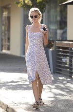 Hayley Roberts Picking up lunch in Calabasas