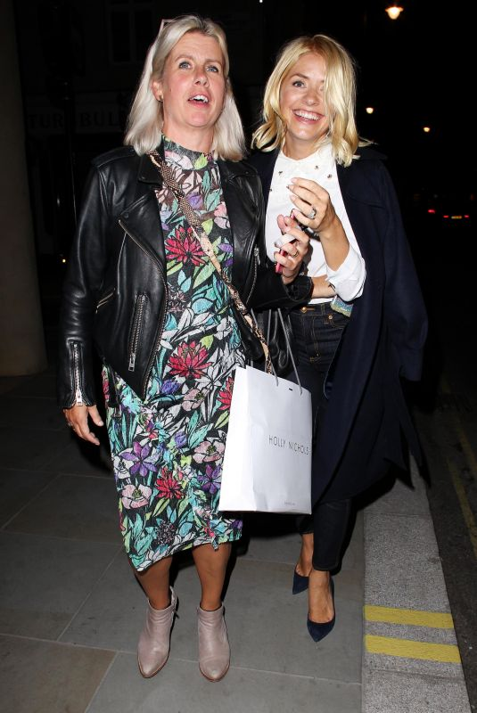 Holly Willoughby Leaving Quaglino