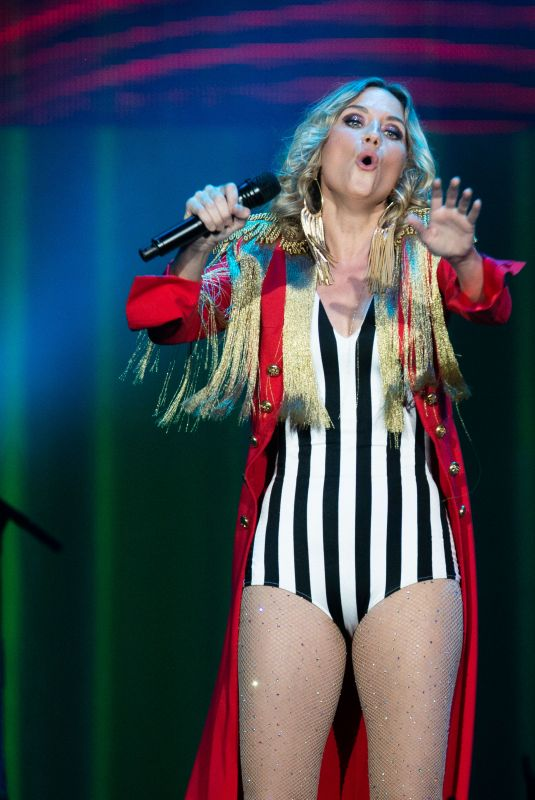 Jennifer Nettles At Sugarland performs at the Prudential Center
