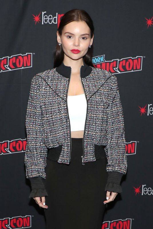 Eline Powell At Cast of Siren at 2018 New York Comic Con