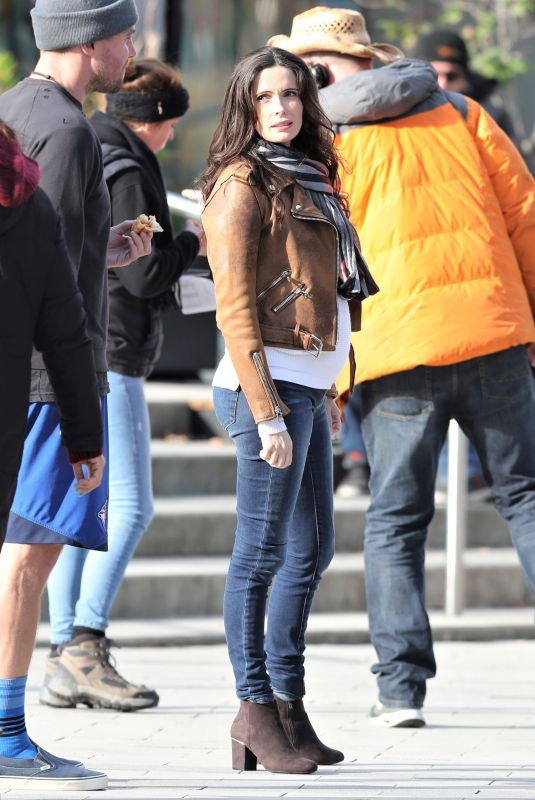 Elizabeth Tulloch Filming Supergirl and Superman in Vancouver