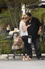 Hayley Roberts Grocery shopping in Calabasas