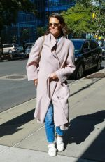 Katie Holmes Goes to meet with a friend in NYC