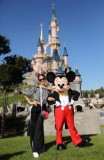 Neymar and his girlfriend Bruna Marquezine were at Disneyland Paris