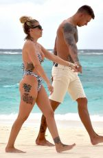Olivia Buckland Spend a day At the beach on Maldives