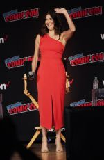 "Teri Hatcher Attends a panel event for ""Lois and Clark"" at the 2018 New York Comic Con at the Javitz Center in New York City"