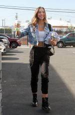 Alexis Ren Arriving for a dance practice at the