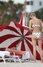 Devon Windsor Shows off her angelic figure on the beach in Miami