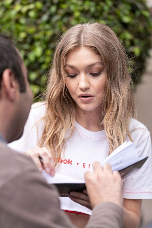 Gigi Hadid Meets the fans as she arrives back at her hotel in Sydney, Australia