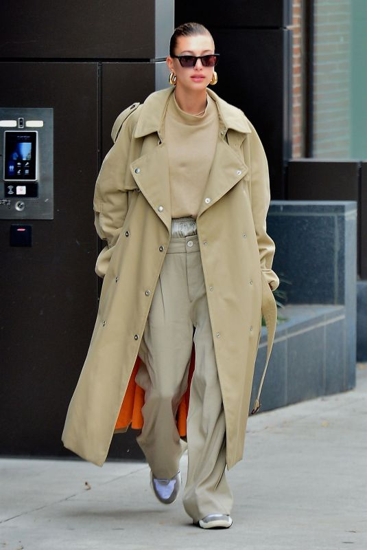 Hailey Baldwin Leaving her apartment in NYC