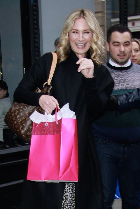 Jennifer Nettles Outside Build Series Studios in New York