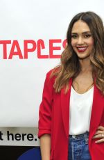 Jessica Alba Visits the Staples chain in Los Angeles