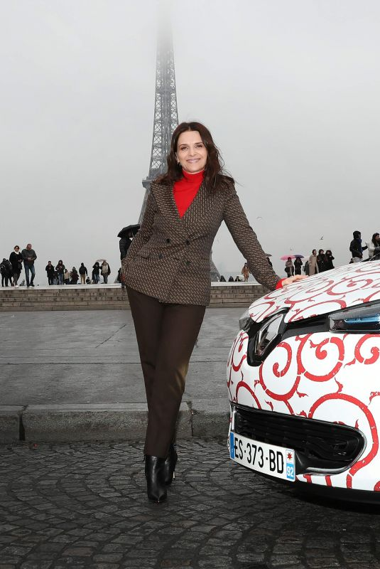 Juliette Binoche During a shooting for Nissan and Renault in Paris