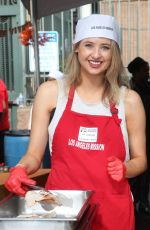 Kassandra Clementi At Los Angeles Mission Thanksgiving Meal for the Homeless