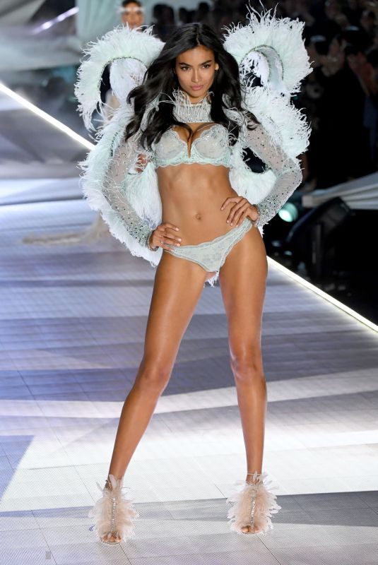 Kelly Gale At Victoria's Secret Fashion Show 2018 - Show