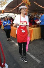 Minnie Driver At Los Angeles Mission Hosts Thanksgiving Event For The Homeless
