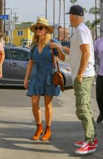 Reese Witherspoon Outside Gjelina in Venice