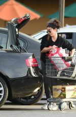 Sarah Hyland Shopping trip on the afternoon before Thanksgiving in Los Angeles