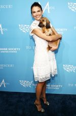 Sutton Foster At Humane Society
