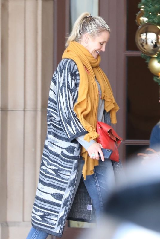 Cameron Diaz Grabs lunch with a male friend at The Montage Hotel in Los Angeles
