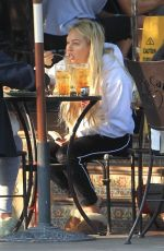 Corinne Olympios Eats lunch with a friend at Urth Caffe in West Hollywood