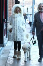 Goldie Hawn and a male friend shop till they drop in Aspen