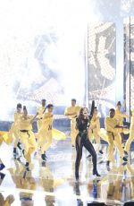 Hailee Steinfeld Performing on