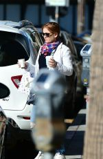 Isla Fisher Stopped by alfred coffee in LA