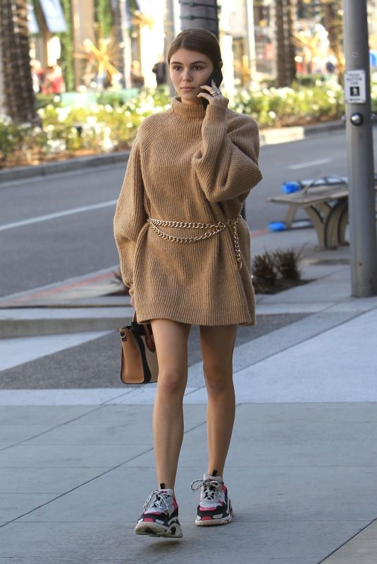 Olivia Jade Giannulli Goes Christmas shopping in Beverly Hills